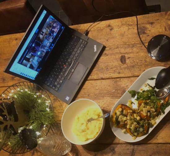 Auch das Essen findet in einer gemeinsamen virtuellen Runde statt